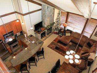 Big White Stonegate Resort 3 BR Executive + Loft Condo for 10 + HT