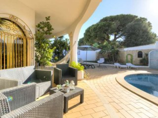 Villa - 4 Bedrooms with Pool and WiFi - 105890