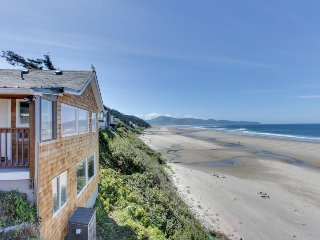 Stunning oceanfront condo w/views - room for 8 and 2 dogs!