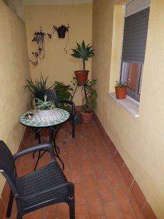 Patio interior privado para fumadores y mascotas.