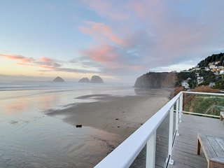 Oceanfront studio w/ amazing beach views, nearby beach access - dogs welcome