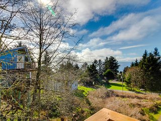 Warm and welcoming condo w/ ocean views & deck w/ gas grill! Short walk to beach