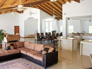 Beachfront World-Class Luxury Estate - 10 Suites / Sleeps 20