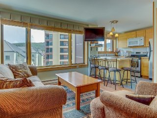 Ski-in/ski-out studio in town w/ resort amenities including pool & hot tubs