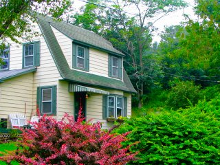 Applewood Cottage - Catskill Mountain Charm