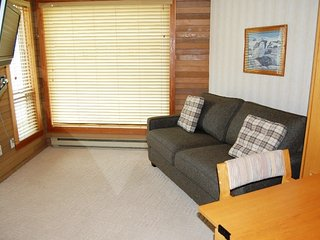 Big White Whitefoot Lodge Kitchenette Room for 2
