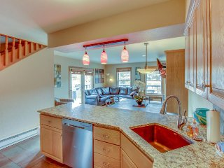 Mountain condo with private hot tub & gourmet kitchen - short walk to lifts!