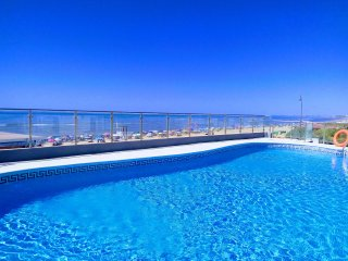 Piscina exclusiva. La más cercana a la playa de toda la costa de Huelva. Tumbonas y sombrillas.