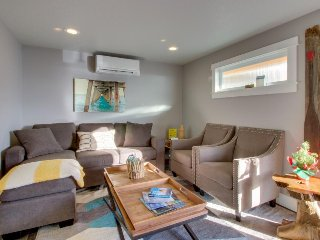 Fabulous remodeled & dog-friendly condo in oceanfront complex! Steps from beach!