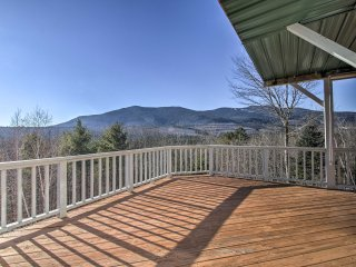 NEW! 3BR North Conway Condo w/Hot Tub & Mtn. Views