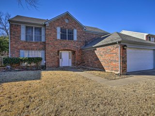 Central Grapevine Home w/Patio - 5 Min to Downtown