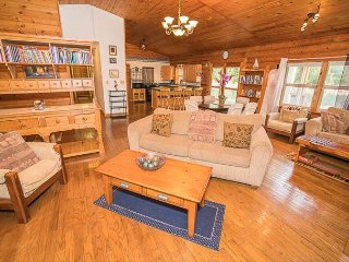 River Front Home-Steps from the water, perfect for fishing or kayaking!