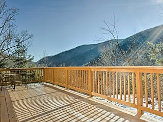 NEW! 3BR Maggie Valley Cabin 7 Min. From Town!