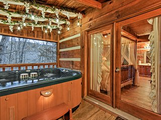 NEW! Romantic 1BR Sevierville Log Cabin w/Hot Tub!