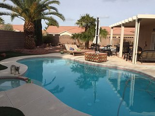 Private Aurora Pool/Spa yard & putting green, 1700sf Bungalow, 3 bedroom