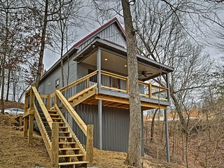 NEW! 1BR +Loft East Bernstadt Cabin w/Porch & Pond