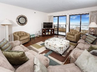 SD 208:Large beachfront unit- WiFi, balcony, pool, tennis,Free Beach Chairs