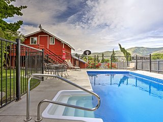 Manson Farmhouse w/ Mtn Views, Fire Pit & Pool!