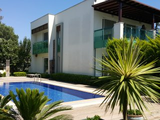 Luxury 3+1 flat with private pool, 300m to Ortakent beach