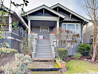 Historic 2BR in Seattle's Madrona Neighborhood - 2 Blocks to Bus Stop