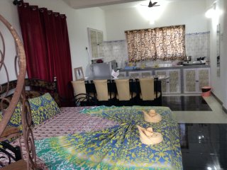 Serene & Spacious AC Studio Apt 3 with Fully Equipped Kitchenette, Calangute