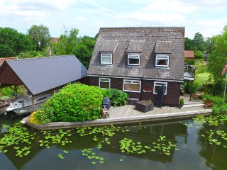 Willow Croft a riverside cottage close to the heart of Horning village