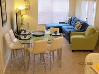 Fantastic 4 Bedroom, 3 bath in Venetian Bay sleeps 10