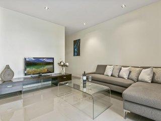 Ultra Modern Large 1 Bedroom Apartment