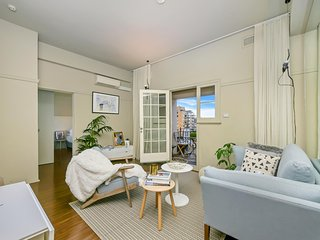 Retro apartment in Darlinghurst with city views