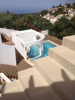 Seaview and pool with pool bar