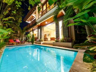 3 BDRM SUZUKI 1 Villa, 15 min to the Beach, Seminyak