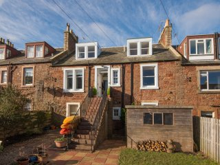 Seabreeze charming spacious 4 bedroom terrace holiday home in North Berwick