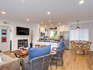 $115 June  Special!  Cozy Coastal Hideaway, 4 houses to Beach Access & Steps to