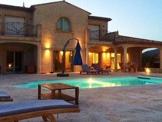 33640 villa for 8 with airconditioning, beautiful garden, jacuzzi, private pool
