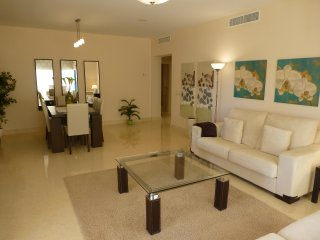 Immaculately furnished 2 bedroom ground floor apartment on Capanes del Golf