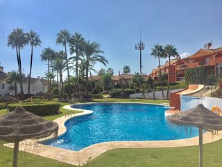 4 Bedroom/3.5 Bath Excellent Location - Beach/Shops/Dining - Puerto Banus 15 min