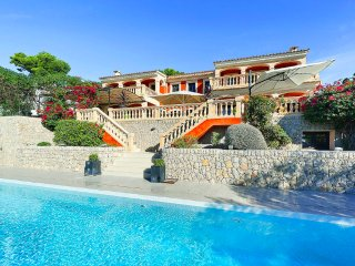 Stunning villa with a great seaview