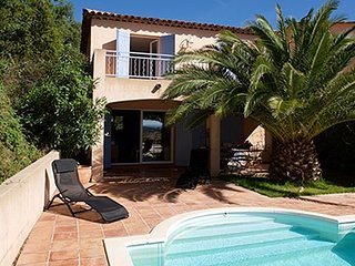 167633 villa, 3 bedrms, view golfcourse and sea, pool 8 x 3.5 mtr, partly airco.