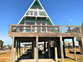 BellaNova - Cute, Clean & Modern A-Frame in Surfside Beach!