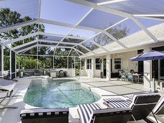 Casa Mariposa - pool, spa amidst tropical garden...mins to Downtown Naples!