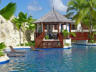 Claridges 6 - Ideal for Couples and Families, Beautiful Pool and Beach