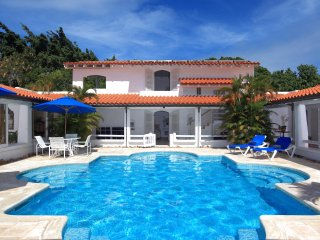 Buttsbury House - Ideal for Couples and Families, Beautiful Pool and Beach