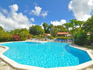 San Flamingo - Ideal for Couples and Families, Beautiful Pool and Beach