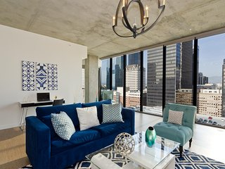 URBAN DOWNTOWN LA ALL WINDOWS PENTHOUSE
