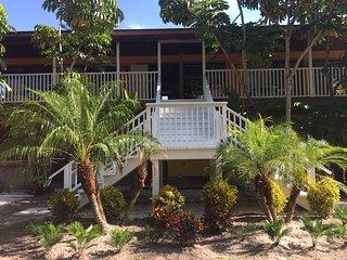 Beachcomber's Retreat! Steps to Beaches, Gulf Breezes & Stunning Sunsets