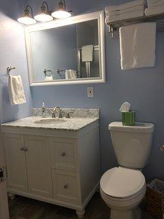 Plenty of linens in the bathroom.