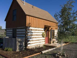 Beautiful 1 BR Log Cabin Perfect for Romantic Getaways