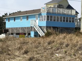 Steps to the beach! Oceanfront Views: 4BR Retreat; Private Pool, Spa, Pub Room.