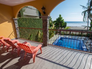 DULCE GRANDE - JACO BEACH FRONT PARTY HOUSE + PRIVATE PARTY ROOM