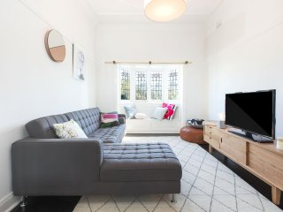 Character 1 bed home - ideal North Sydney location